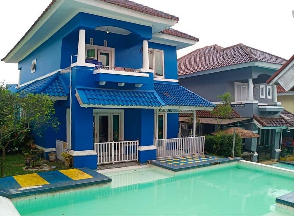 Villa Cipendawa Biru di Puncak Cipanas, Sewa Villa dan Menginap Seru di Puncak