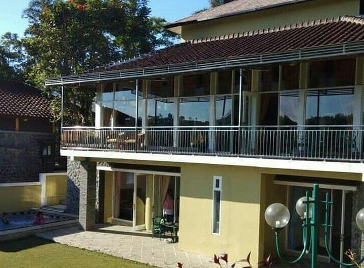 Villa Bukit Danau 13, villa di puncak 5 kamar dengan kolam renang