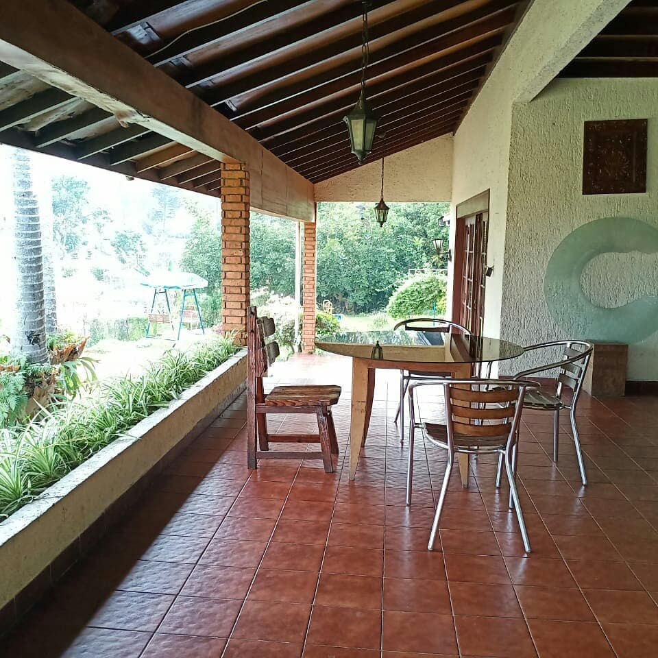 Villa Puri Lasmi , Sewa Villa Puncak Luas dengan Pemandangan Indah
